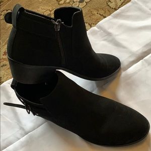Black size 9.5 booties
